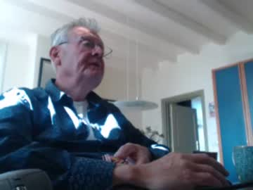 [03-09-21] ed15021955 webcam video with toys