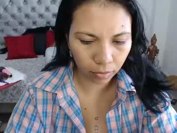 [30-08-21] kaarlaa_ record video with toys