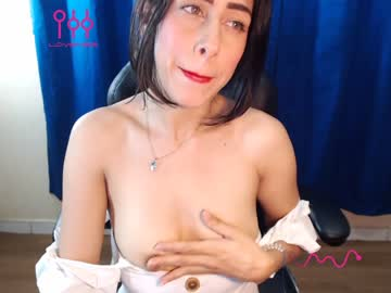 [03-07-20] bella_swaan record video with toys